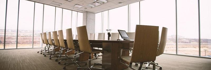 Čiščenje poslovnih prostorov kot so pisarne, sejne sobe, lobiji, stranišča in jedilnice